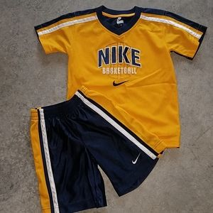 Nike basketball shortset navy yellow size 4t